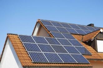 Placas fotovoltaicas instaladas en tejados en Almería
